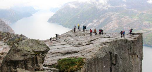 Le rocher du Preikestolen qui surplombe le Lysebotn