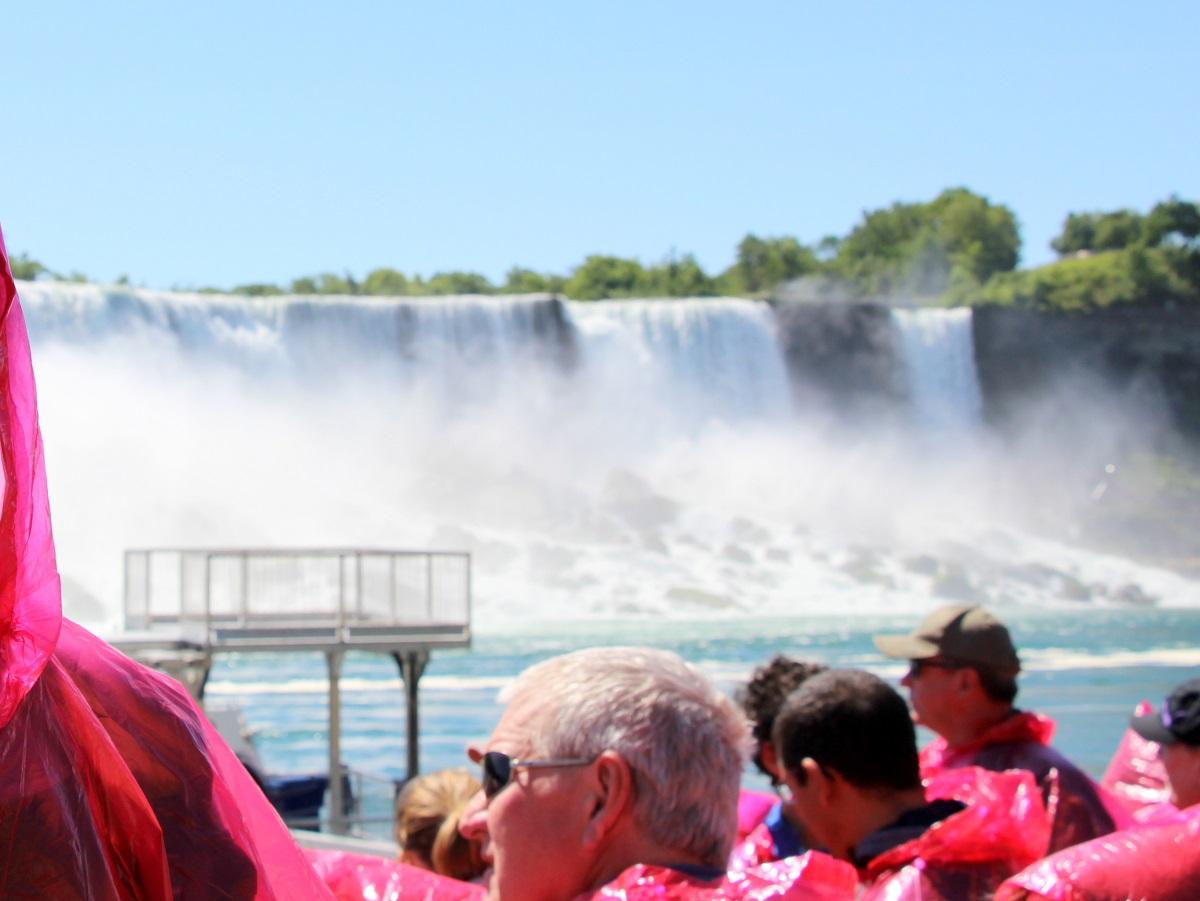 Sur le bateau du Maid of the Mist pour une visite des chutes du Niagara