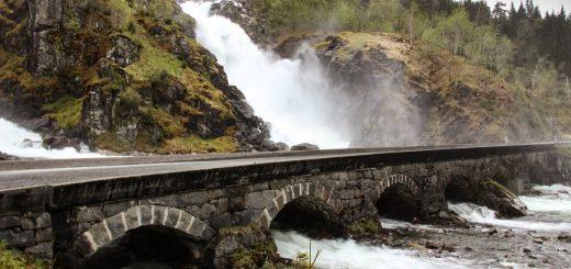 Les chutes de Latefossen en Norvège