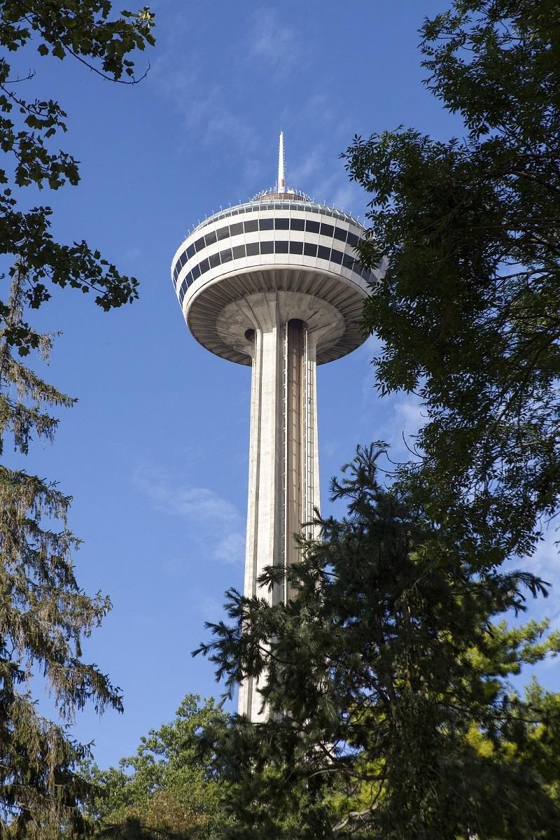 La Skylon Tower, la tour d'observation au-dessus des chutes du Niagara