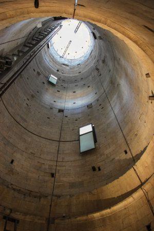 L'intérieur de la tour de Pise, vu d'en bas