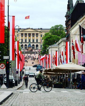 L'avenue principale du centre-ville d'Oslo