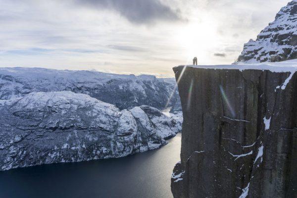 Le Preikestolen (ou Pulpit Rock) l'hiver, sous la neige