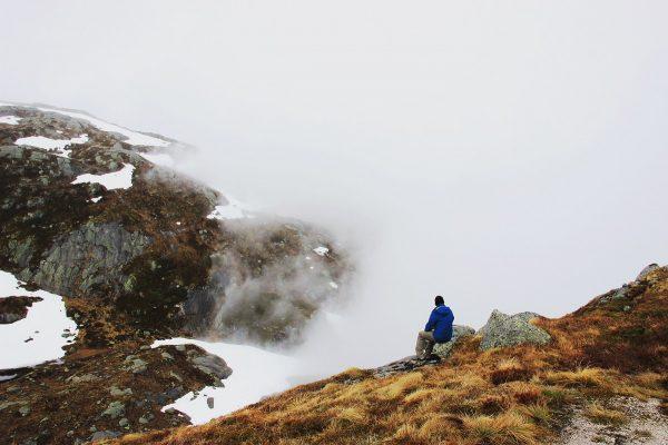 La randonnée du rocher kjerag en Norvège