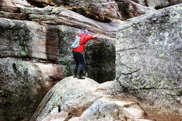 Sur le rocher Kjerag en Norvège