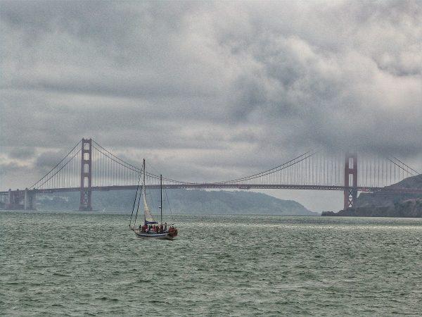 La vue sur le Golden Gate depuis la baise de San Francisco