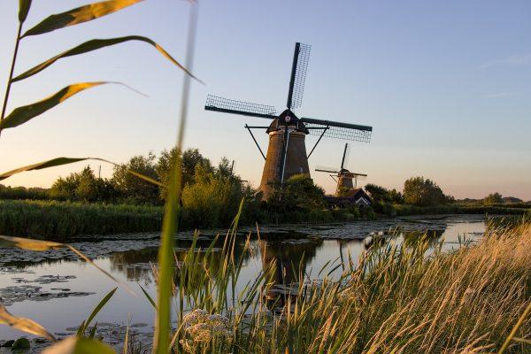 Kinderdijk aux couleurs du coucher de soleil