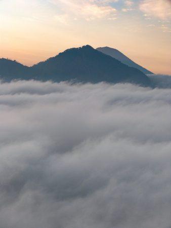 L'ascension du Mont Batur permet de profiter des premières lueurs du jour