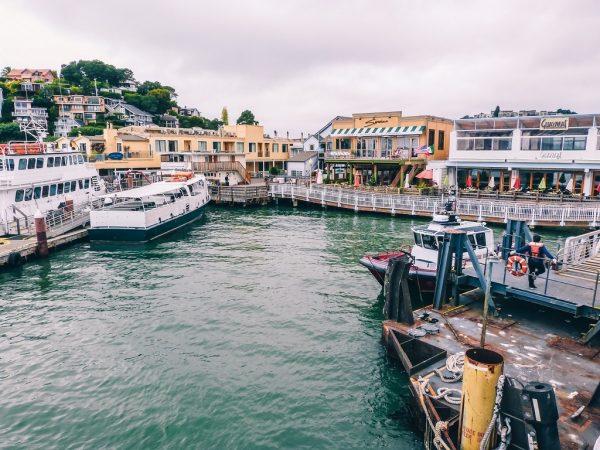 Prendre le ferry depuis Tiburon pour rejoindre les Pier de San Francisco