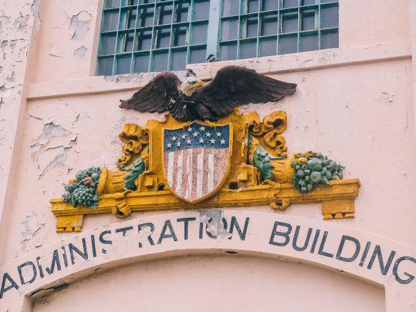 Façade d'un bâtiment administratif d'Alcatraz