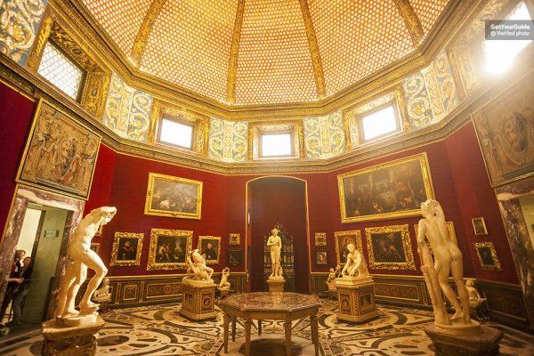 Dans la Galerie des Offices de Florence