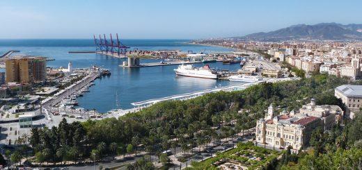 La vue sur le port de Malaga depuis l'Alcazaba