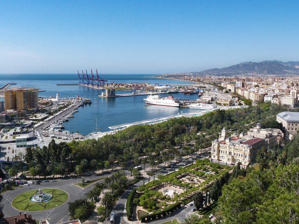 Visiter Malaga : la vue sur le port de Malaga depuis l'Alcazaba