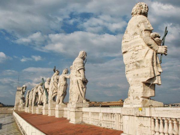 Statues de la basilique Saint-Pierre de Rome