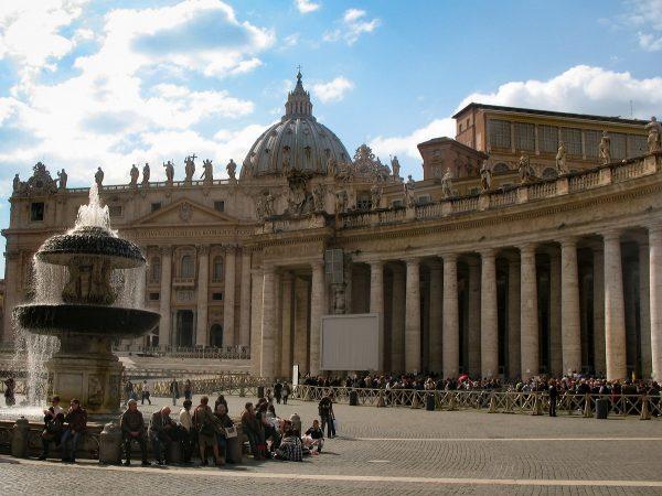Visiter le Vatican : la basilique Saint-Pierre et sa file d'attente pour y rentrer