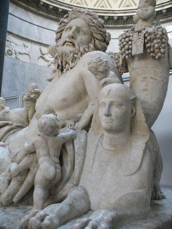 Exemple de statues dans l'un des musées du Vatican