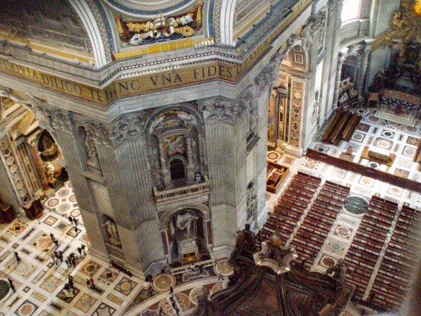 Visiter le Vatican : L'intérieur de la basilique Saint-Pierre