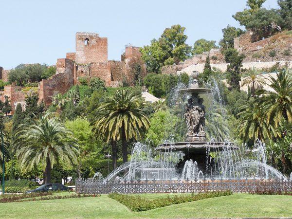Vue sur l'alcazaba de Malaga depuis le Paseo del Parque