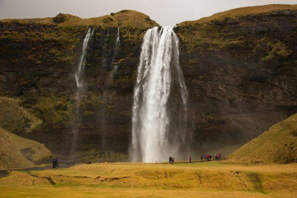 La cascade de Seljalandsfoss dans le sud de l'Islande