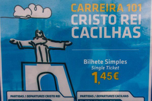 Dans l'abribus de la ligne 101 à Lisbonne menant au Cristo Rei