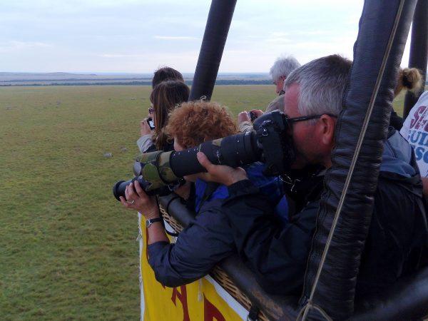 Appareils photo dans une montgolfière au Kenya