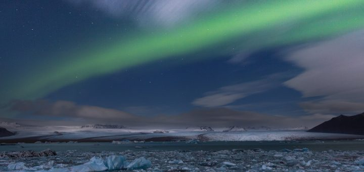 Aurore boréale à Jokulsarlon en Islande
