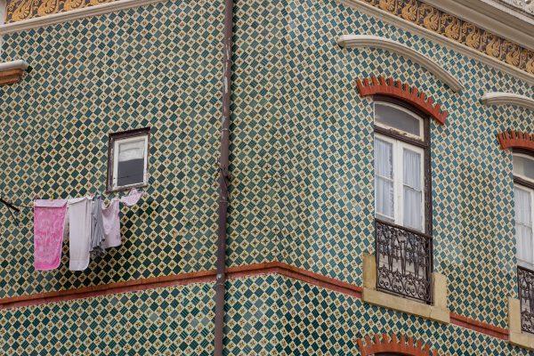 Une façade dans Lisbonne en azulejos