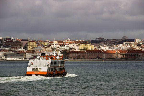Le ferry reliant Lisbonne et Almada