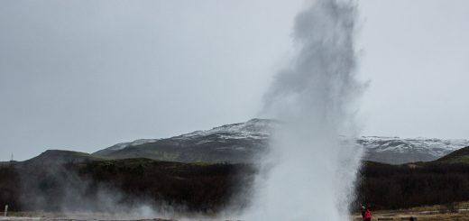 Le geyser de Strokkur lors d'une éruption