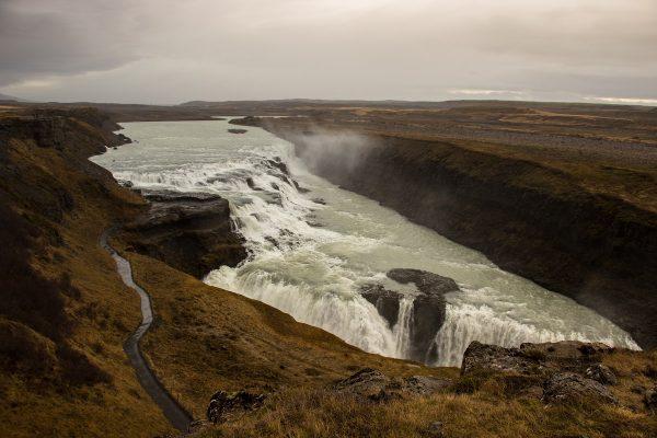 La cascade de Gullfoss, à quelques kilomètres de Geysir, dans le cercle d'or
