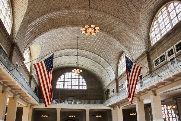 Le hall d'entrée d'Ellis Island, qui servait d'accueil pour les immigrants