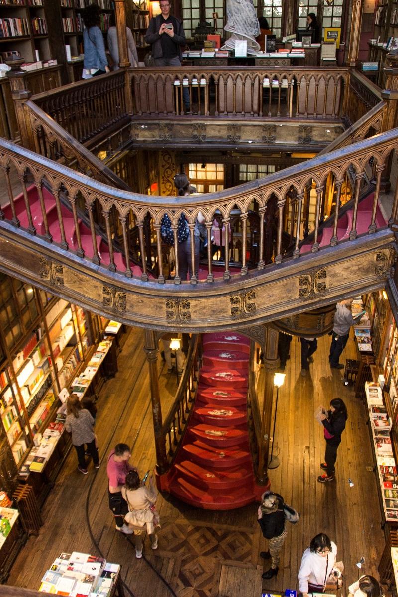 la librairie lello porto l 39 une des plus belles librairies du monde hashtag voyage. Black Bedroom Furniture Sets. Home Design Ideas