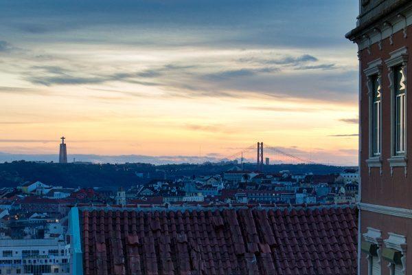Coucher de soleil sur Lisbonne avec vue sur le Pont du 25 Avril et le Cristo Rei