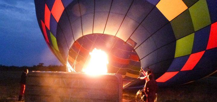 Les préparatifs du survol en montgolfière