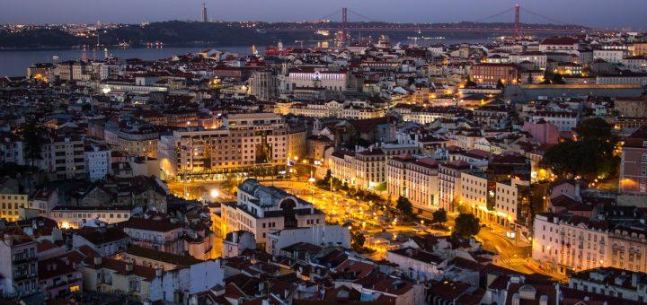Panorama de Lisbonne de nuit