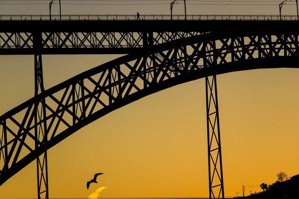 Le lever de soleil sur le Ponte Luis I : depuis la rive nord, sur le Cais de Ribeira