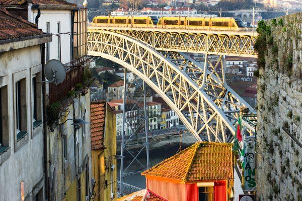 La vue sur le Ponte Luis I depuis la rue Escada dos Guindais