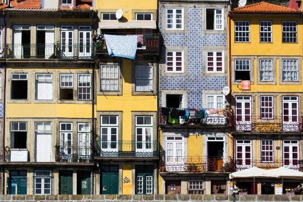 Les façades colorées du quartier de la Ribeira à Porto