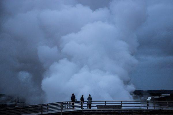 Les impressionnants jets de vapeur des sources chaudes de Gunnuhver
