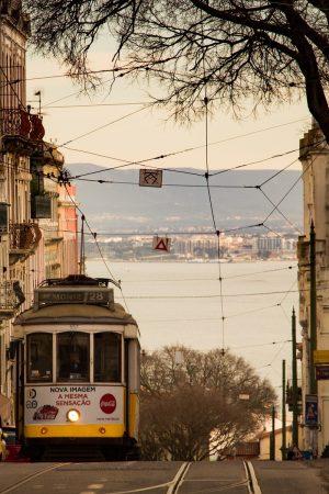 Un tramway à Lisbonne, sur la ligne 28