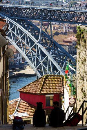 Les rues en pente de Porto : avec vue sur le Ponte Luis I