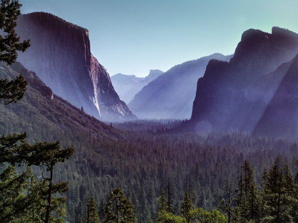 """La vue depuis le """"Tunnel View"""" à Yosemite"""