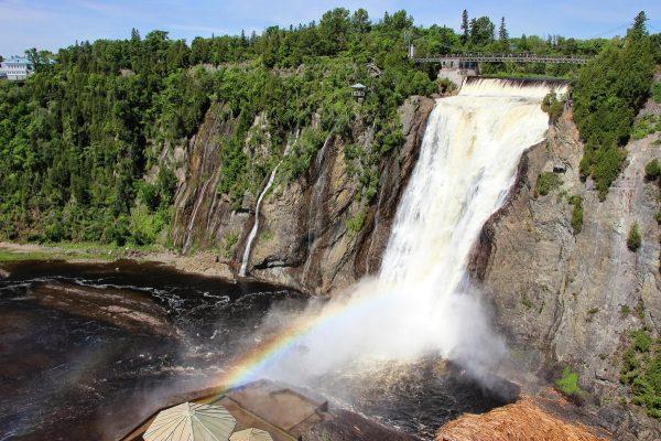 La chute de Montmorency : à quelques kilomètres de la ville de Québec