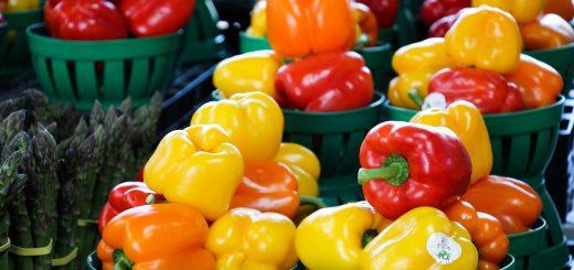 Les étals du marché Jean Talon de Montréal, souvent colorés