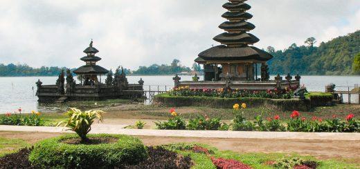 Mes 7 temples incontournables à Bali : ici le temple Ulun Danu