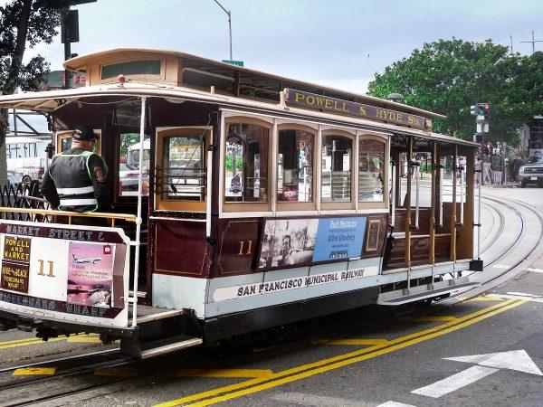 Le célèbre cable-car de San Francisco : des tramways tirés par un câble