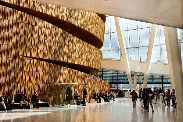 Le hall d'entrée de l'opéra d'Oslo