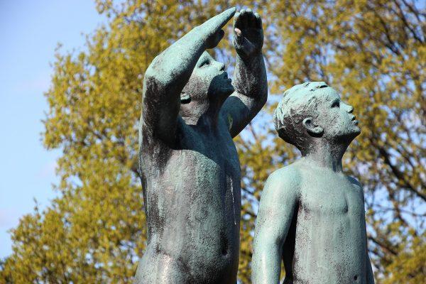 Des statues plus classiques du parc Vigeland d'Oslo