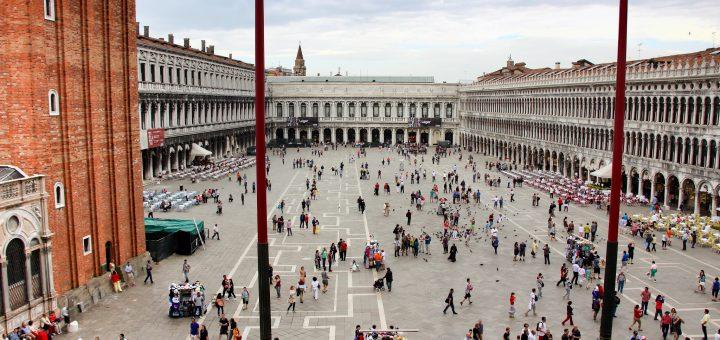 La vue sur la place Saint-Marc de Venise, depuis le palais des doges