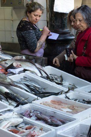 Une poissonnerie du marché de Bolhao